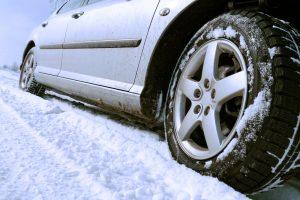 coche-neumatico-nieve